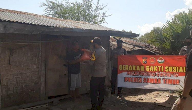 Polres Sumba Timur Sebar 159 Paket Sembako Kepada Warga kurang Mampu