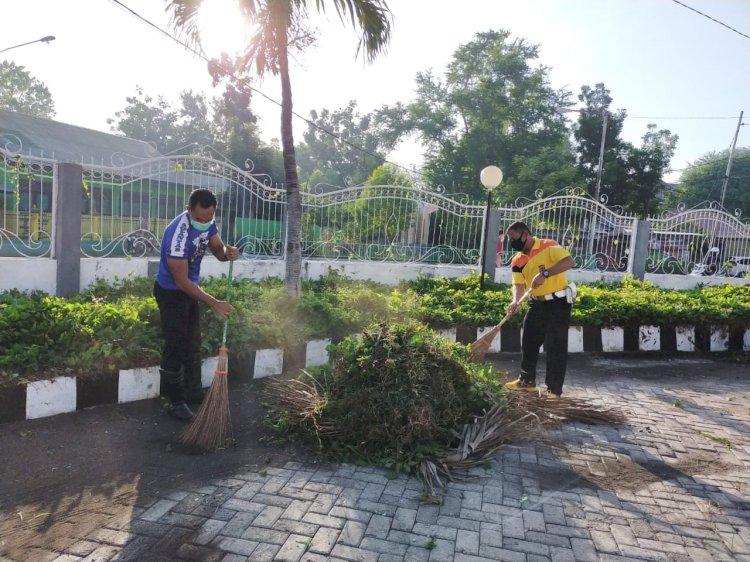 Jelang Perayaan Hari Bhayangkara ke 74, Polres Sumba Timur Bersih-bersih Rumah Ibadah