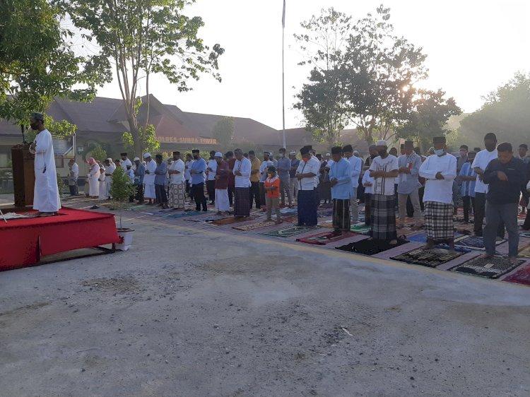 Terapakan Protokol Kesehatan, Polres Sumba Timur Gelar Sholat Idul Adha