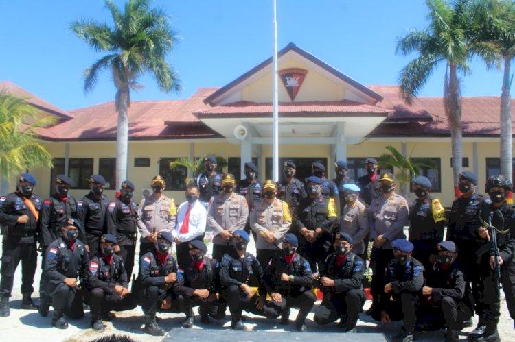 Kapolda NTT Irjen Pol. Drs. Lotharia Latif, S.H., M.Hum Kunjungi Mako Brimob Subden 3 A Pelopor Polres Sumba Timur