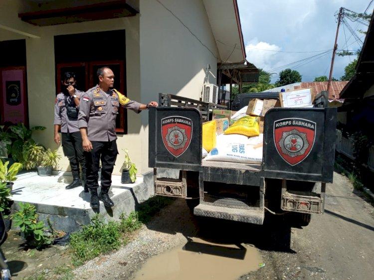 Polres Sumba Timur Droping Bantuan Bencana Untuk Warga Pulau Salura