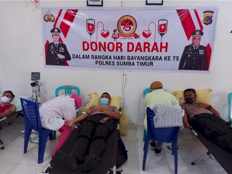 Peringati Hari Bhayangkara ke 75, Polres Sumba Timur 100 Kantong Darah Untuk Kemanusian