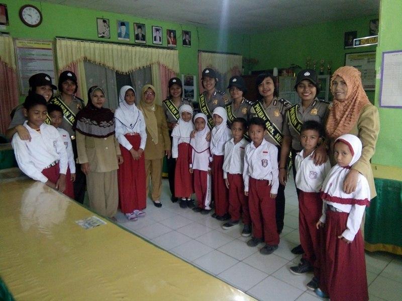 Polwan Polres Sumba Timur Laksanakan Sambang Dan Patroli Ke Sekolah