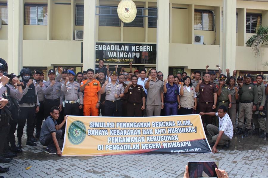 Simulasi Penanganan Huru Hara, Bencana dan Penaganan Korban di Pengadilan Negeri Waingapu
