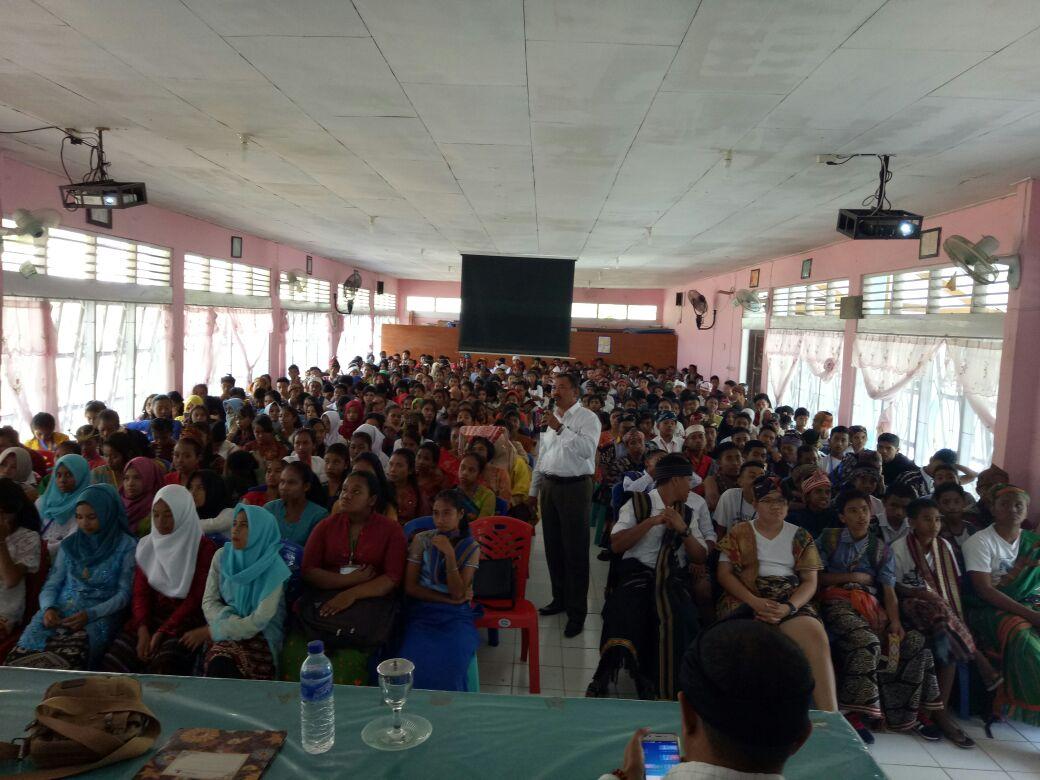 Dihadapan murid peserta Mos SMA Negeri 1, Kasat Narkoba Sampaikan materi Penyalagunaan Narkoba dan Kenakalan Remaja