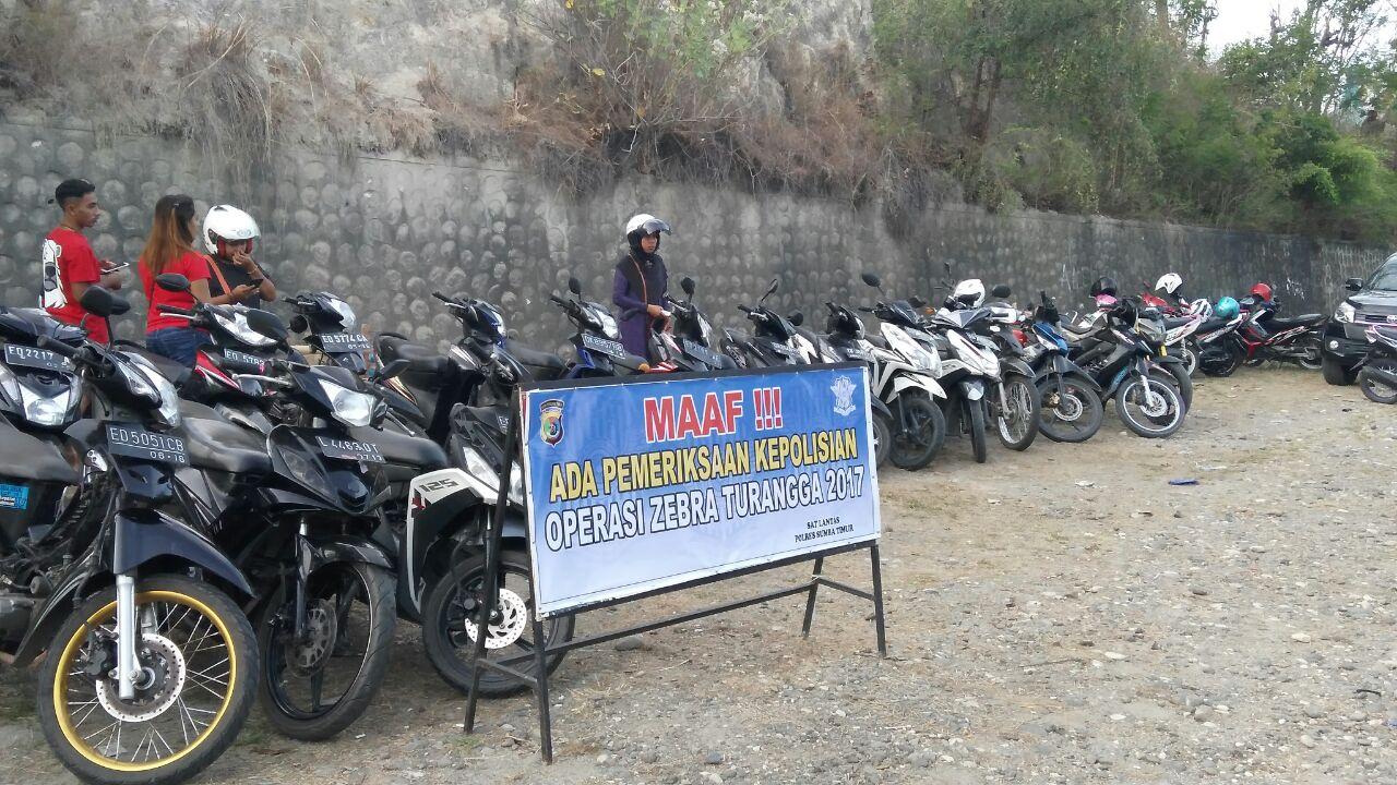 Hari pertama operasi Zebra Turangga 2017 di Sumba Timur, puluhan kendaraan terjaring