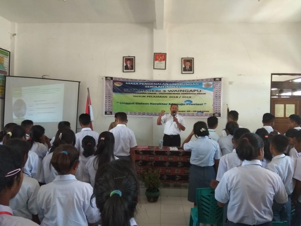 Manfaatkan MPLS Di Sejumlah Sekolah, Satnarkoba Polres Sumba Timur Gelar Penuyuluhan Bahaya Narkoba Dan Ancaman Pidananya