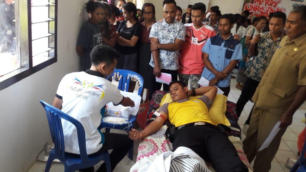 Tanggap KLB DBD di Kabupaten Sumba Timur, Personel Polsek Lewa Ambil Bagian Dalam Aksi Donor darah