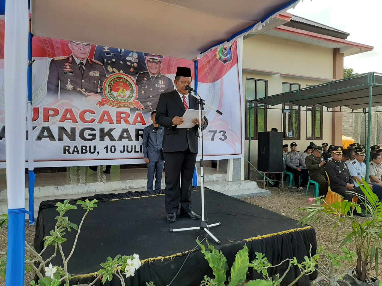 Bupati Sumba Timur Pimpin Upacara Peringatan HUT Bhayangkara Ke 73 di Kecamatan Umalulu
