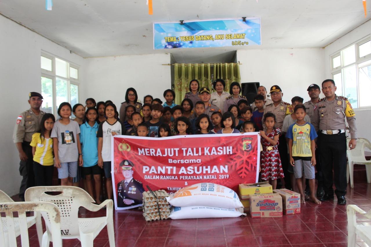 Polres Sumba Timur Merajut Kasih Bersama Anak Panti Asuhan