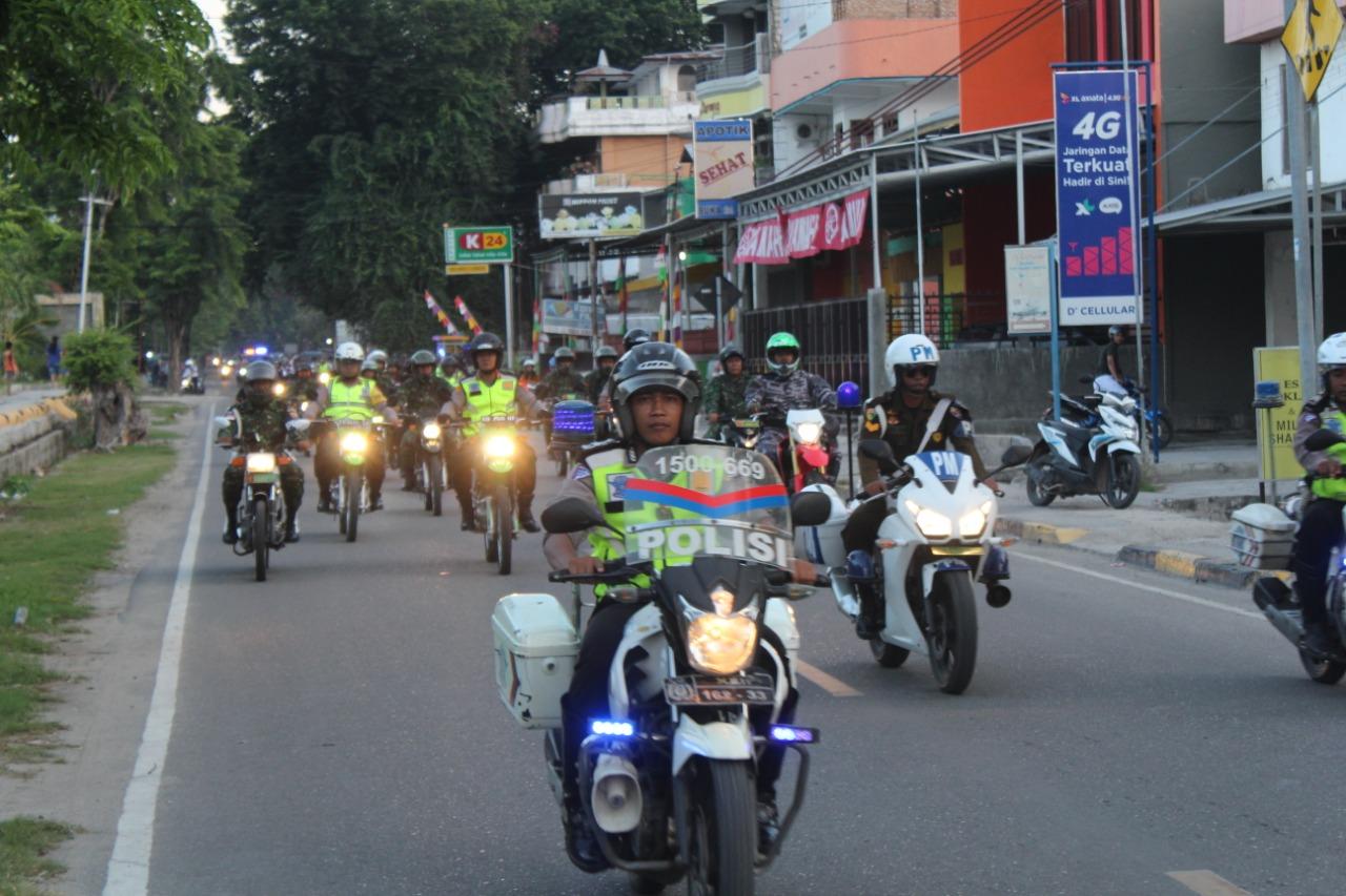 Amankan Ibadah Natal, Kapolres Sumba Timur Pimpin Patroli Skala Besar TNI Polri