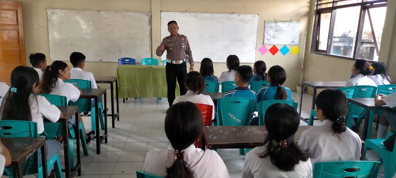 Satlantas Polres Sumba Timur Sosialisasi Tertib Berlalulintas di SMA PGRI Waingapu