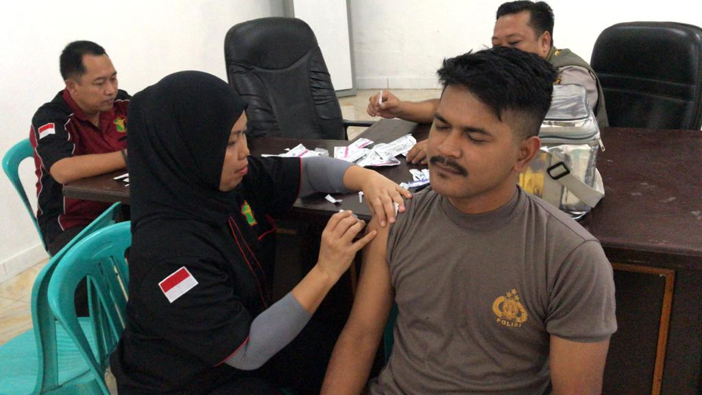 Anggota Polri di Sumba Timur Dapat Vaksinasi Hepatitis B
